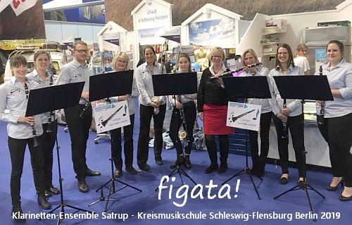 Satruper Klarinetten-Ensemble 'figata!' in Berlin auf der DEHOGA, hier mit Petra Nicolaisen MdB
